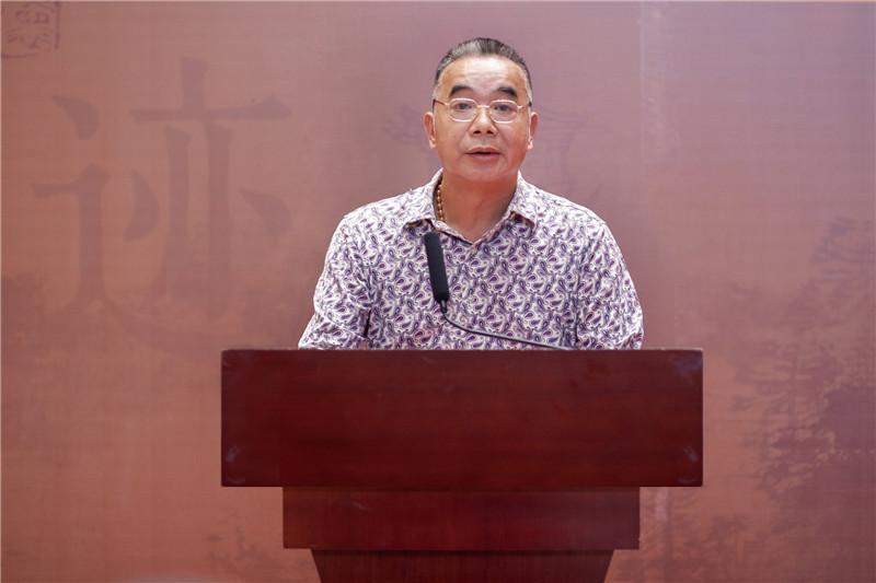 3广西美术家协会副主席、桂林市美术家协会主席张贤宣读贺信.jpg